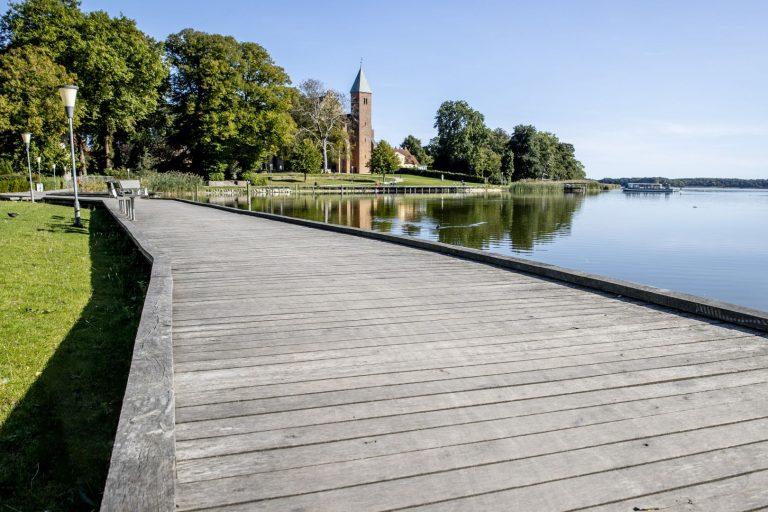 Søndersø med gangbro